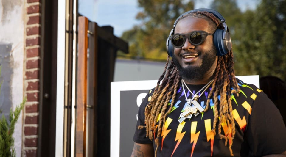 T-Pain Walking With Headphone